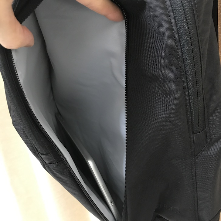 アークテリクスのバックパック「ペンダー」にiPadを収納