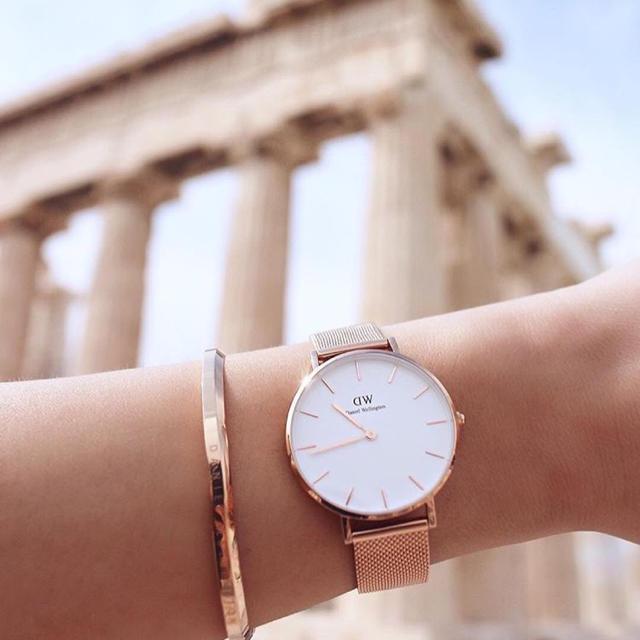 ピンクゴールド(ローズゴールド)のダニエルウェリントンの腕時計とバングル