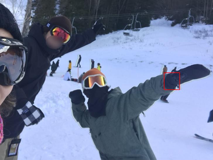 G-SHOCKの腕時計を着けて、スノーボードを楽んでいる人達